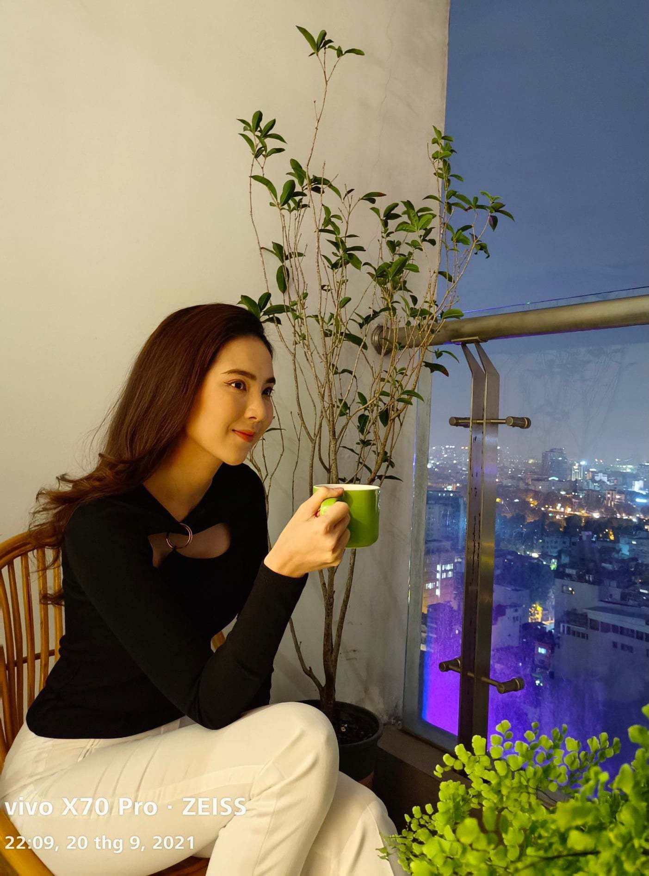 Hoa hau Thu Hoai va chong kem 10 tuoi khoe anh ngot ngao-Hinh-11