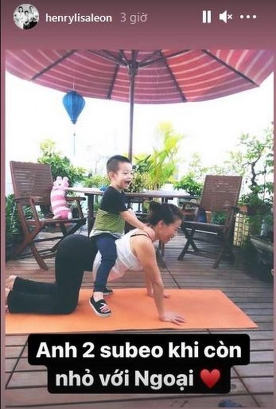 Me Ho Ngoc Ha tap yoga, khoe body tuoi 64 ben hai chau-Hinh-3