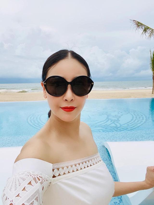 "U50 Phuong Chanel ""u me"" vay ao tre vai nhu sap tut-Hinh-8"