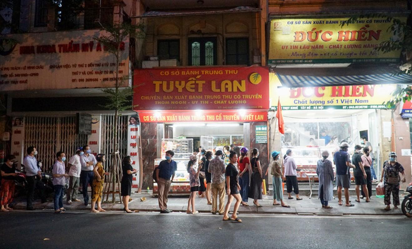 Giao thong un u tai diem ban banh trung thu tren pho Thuy Khue-Hinh-3