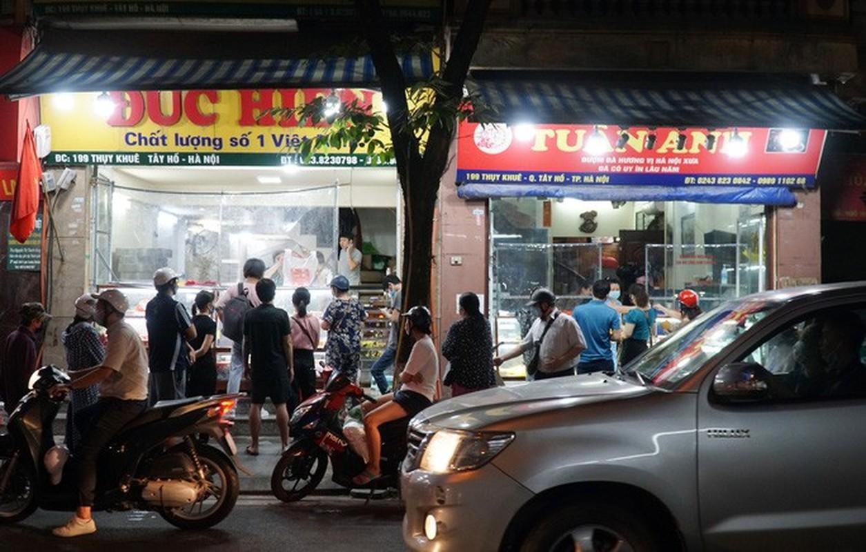Giao thong un u tai diem ban banh trung thu tren pho Thuy Khue-Hinh-7