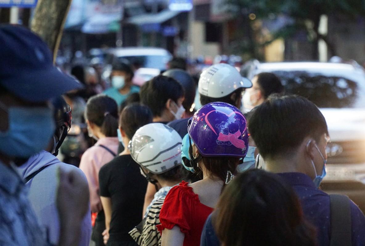Giao thong un u tai diem ban banh trung thu tren pho Thuy Khue-Hinh-8