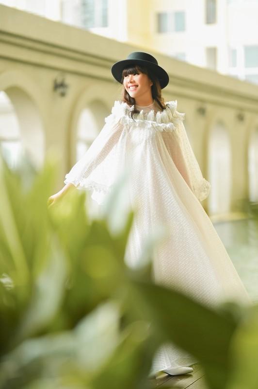 Phong cach thoi trang dao pho sieu cute cua hoa hau Hang Nguyen-Hinh-3