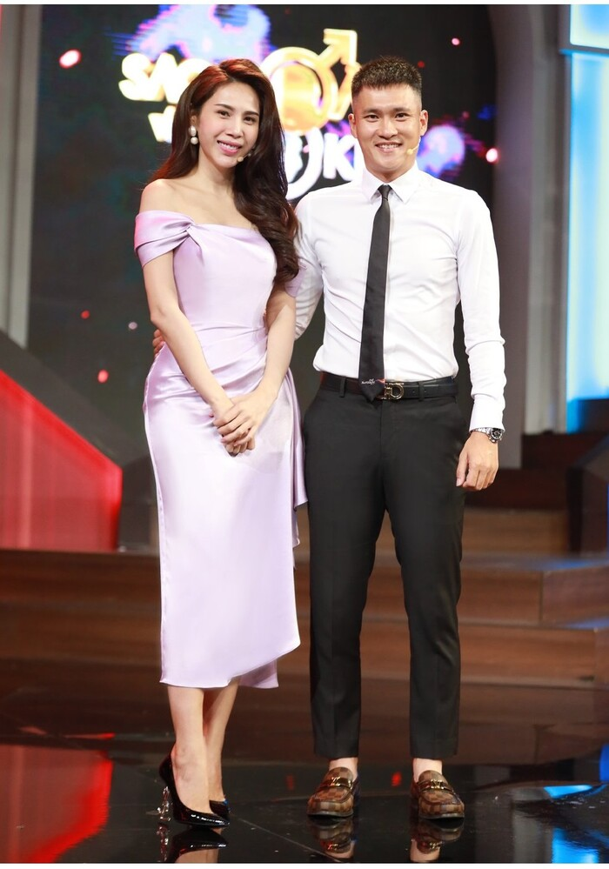 Thuy Tien dien dam lua tim dep nao long sau nhung ngay di cuu tro-Hinh-2