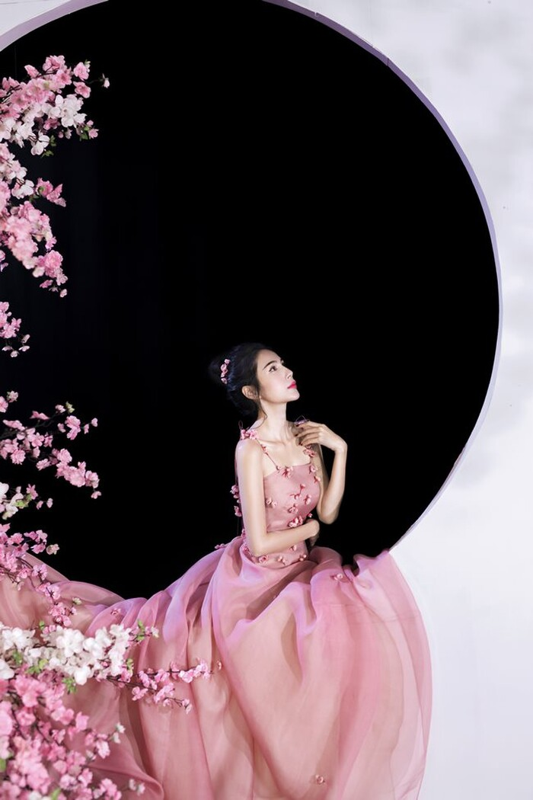 Thuy Tien dien dam lua tim dep nao long sau nhung ngay di cuu tro-Hinh-7