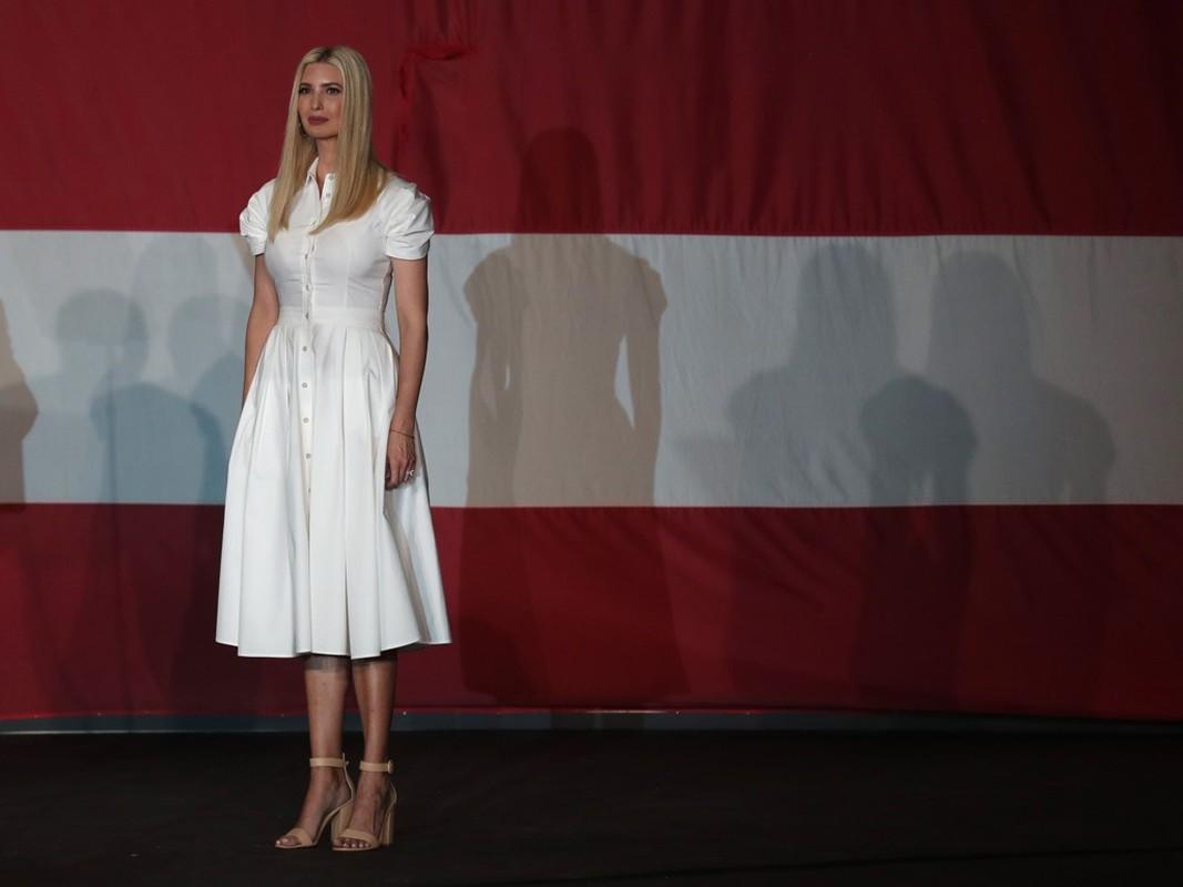 Ivanka Trump dien do trang thanh lich van cuc goi cam trong dip bau cu-Hinh-3