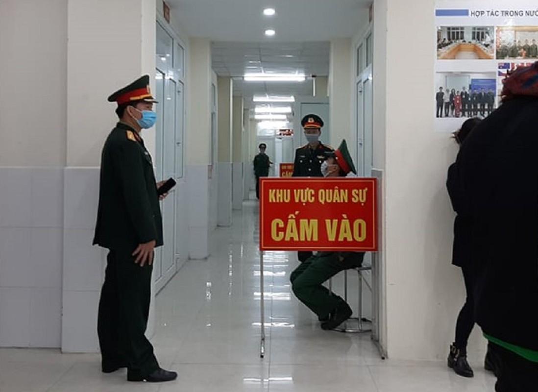 Can canh TNV tiem mui vaccine COVID-19 dau tien tai Viet Nam