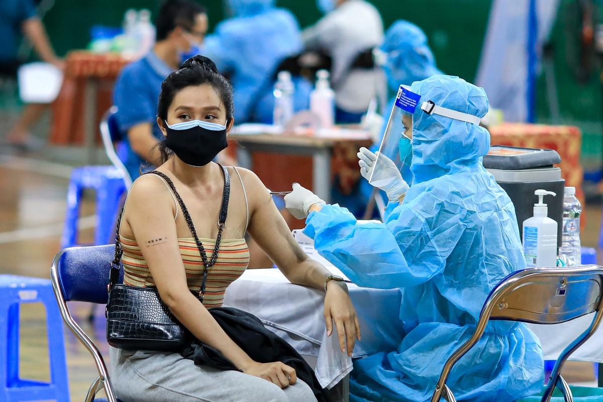Hinh anh buoi tiem vaccine COVID-19 dung chuan o TP HCM-Hinh-7