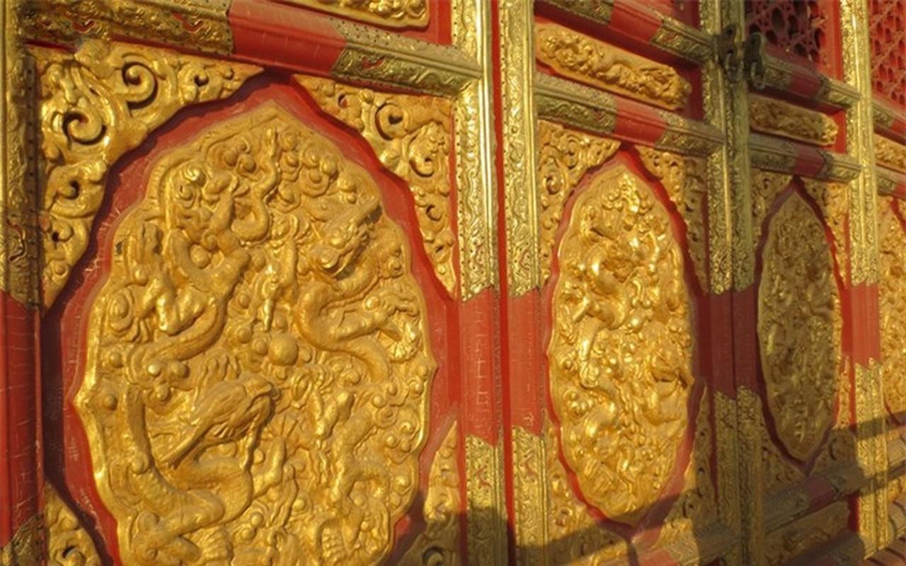 Tan muc chon phong the bi an cua Hoang de trong Tu Cam Thanh