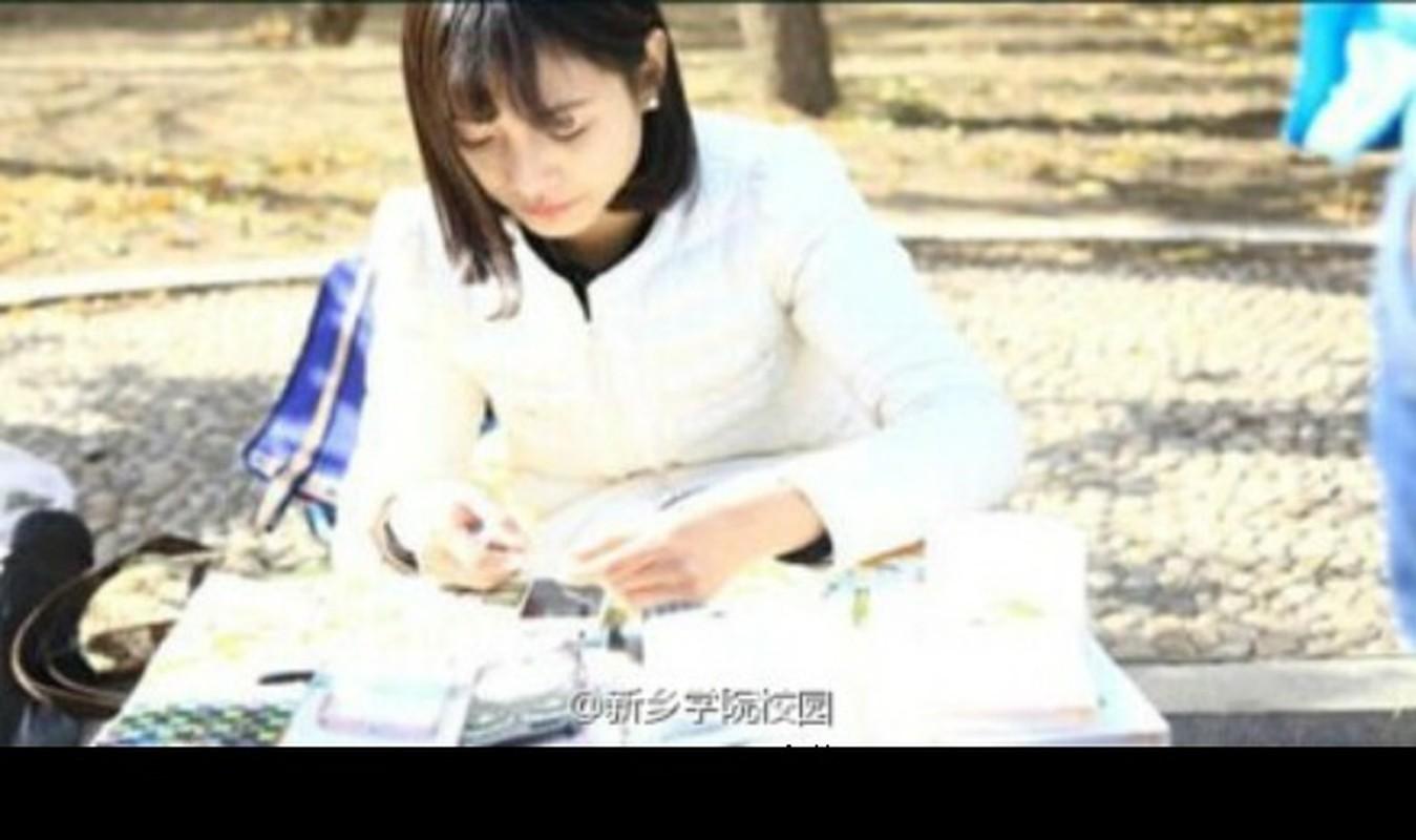 Co gai dan dien thoai xinh dep duoc phong hot girl-Hinh-2
