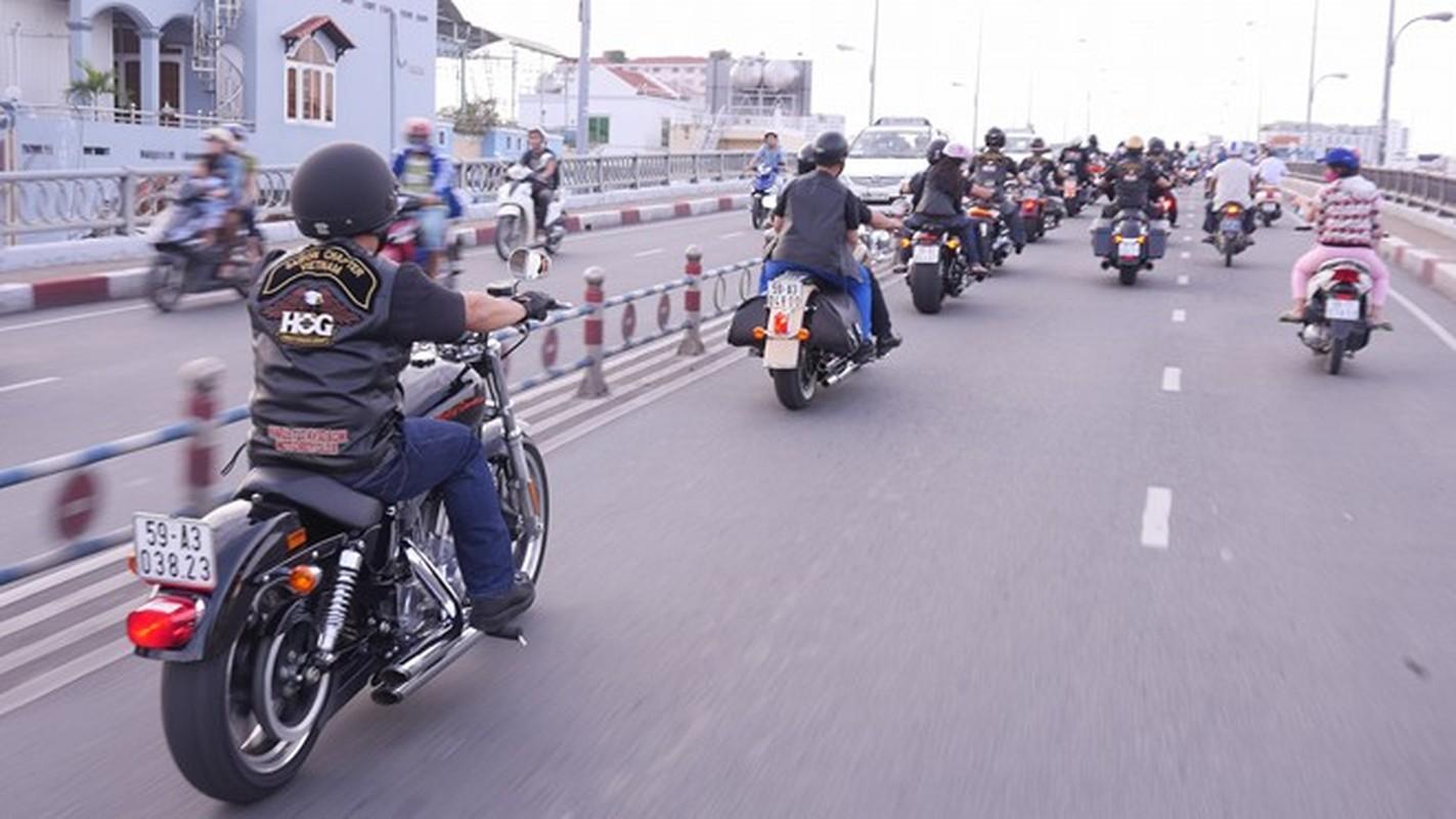 60 moto Harley-Davidson dieu hanh ram ro o Sai Gon-Hinh-2