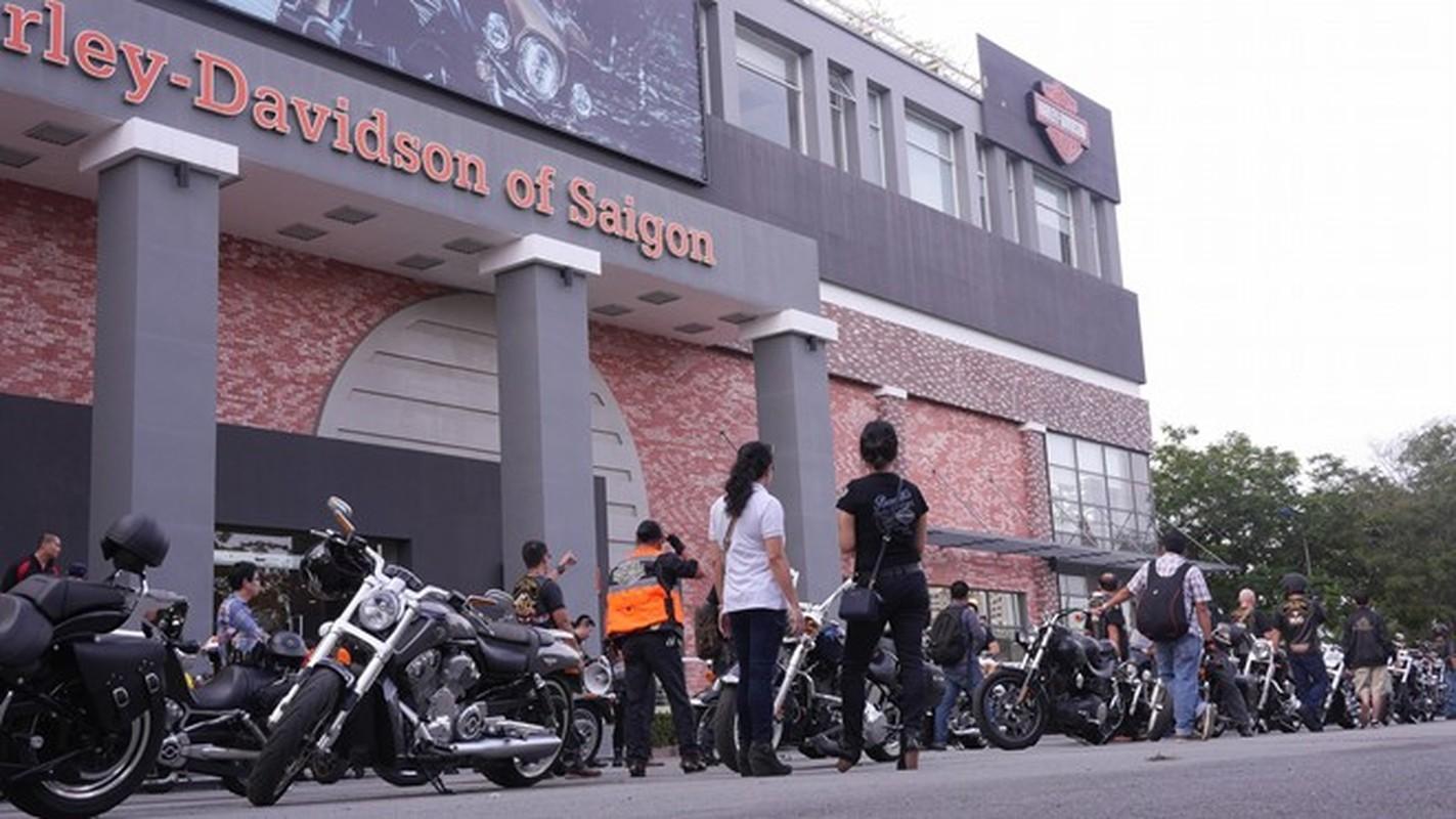 60 moto Harley-Davidson dieu hanh ram ro o Sai Gon