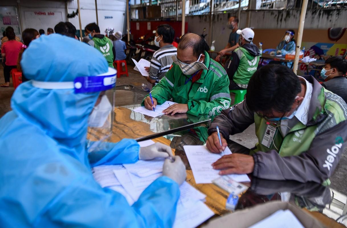 Ngay dau TP HCM to chuc tiem vaccine dong loat cho shipper-Hinh-2