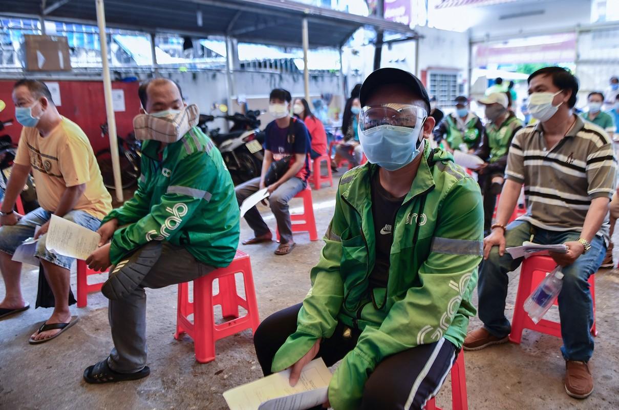 Ngay dau TP HCM to chuc tiem vaccine dong loat cho shipper-Hinh-3