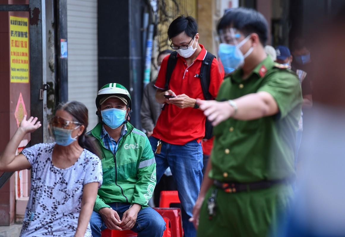 Ngay dau TP HCM to chuc tiem vaccine dong loat cho shipper-Hinh-4