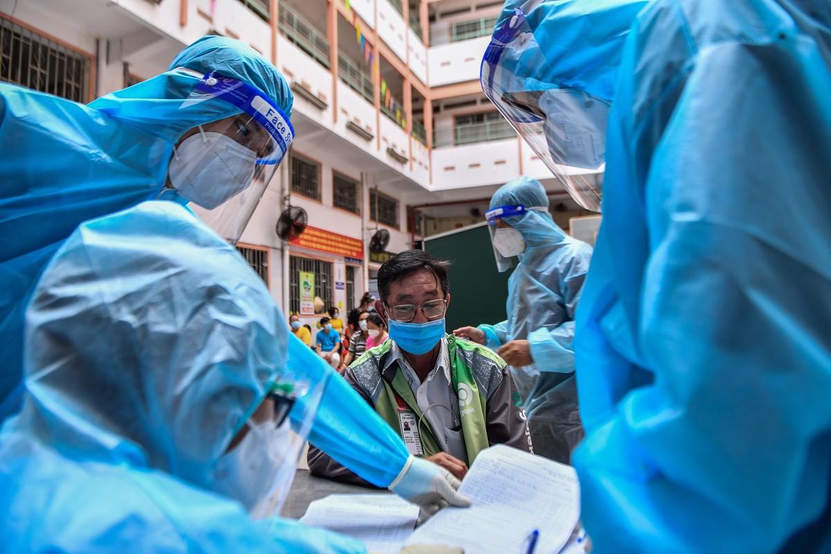 Ngay dau TP HCM to chuc tiem vaccine dong loat cho shipper-Hinh-6