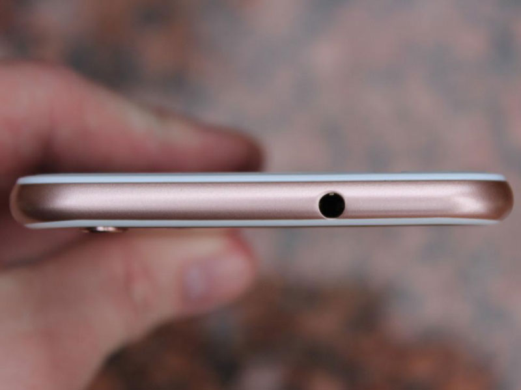 Soi smartphone giong het iPhone 6s Plus, gia re khong tuong-Hinh-11