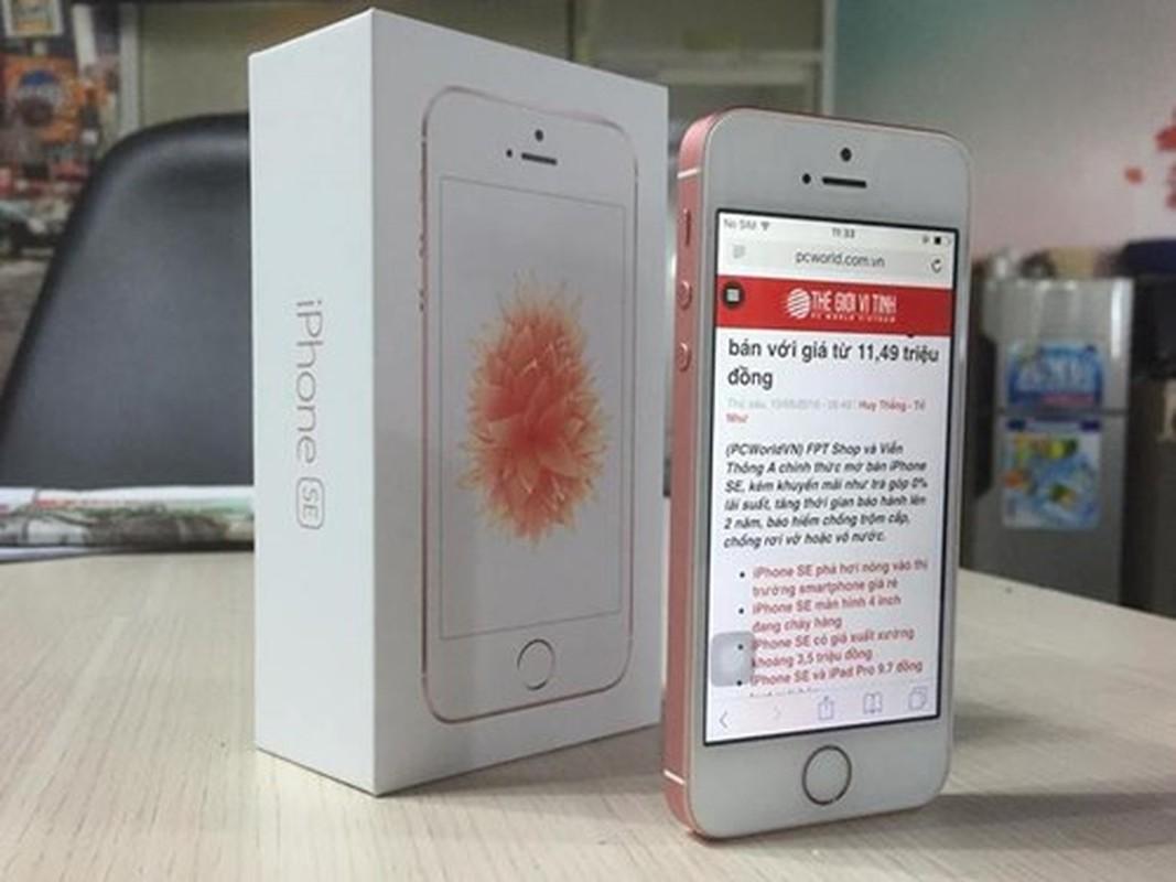 """Soi iPhone SE vang hong """"chinh hang"""" o VN"""