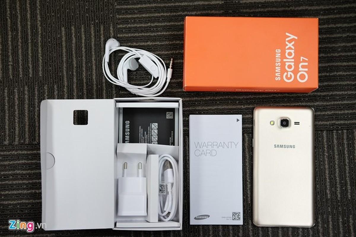 Tren tay dien thoai Samsung Galaxy On7 vua len ke-Hinh-2