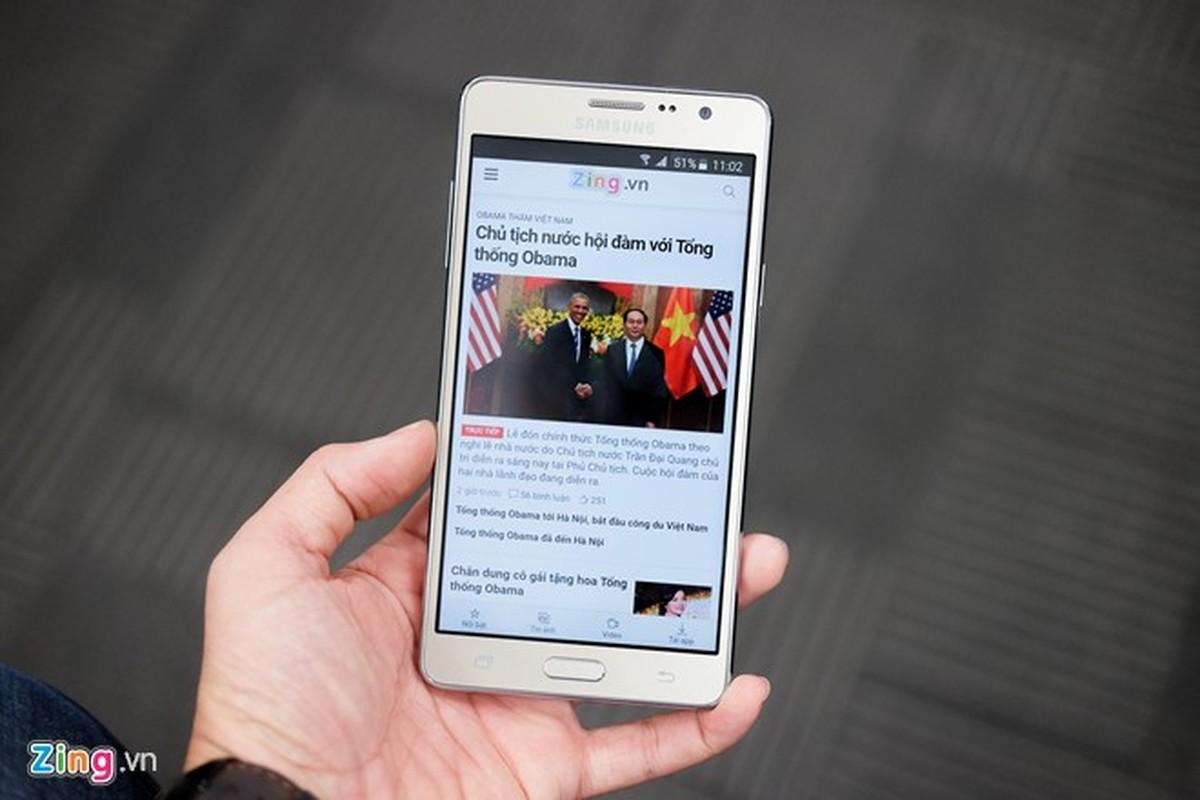 Tren tay dien thoai Samsung Galaxy On7 vua len ke-Hinh-4