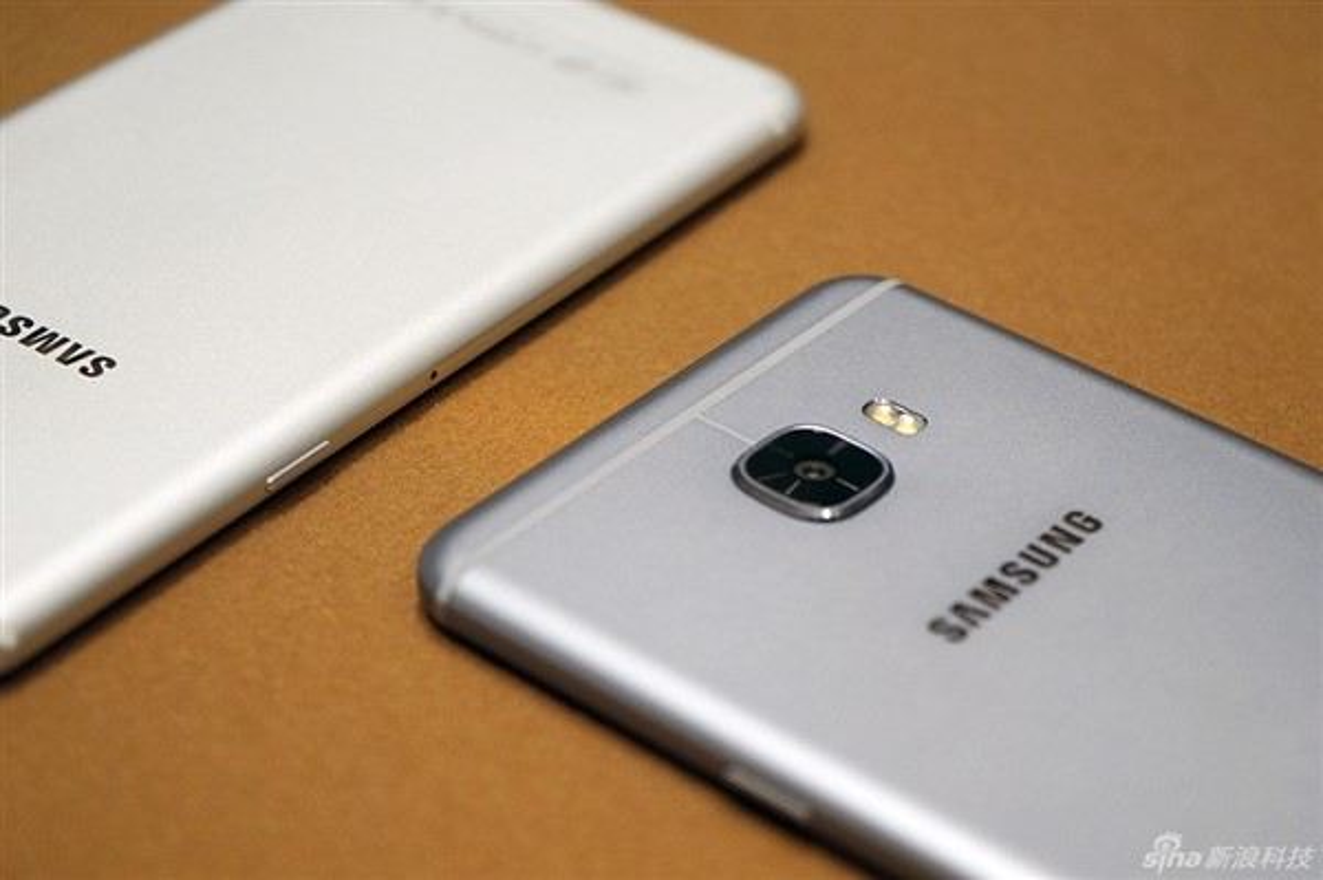 Anh thuc te 2 dien thoai sieu mau Samsung Galaxy C5, C7-Hinh-11