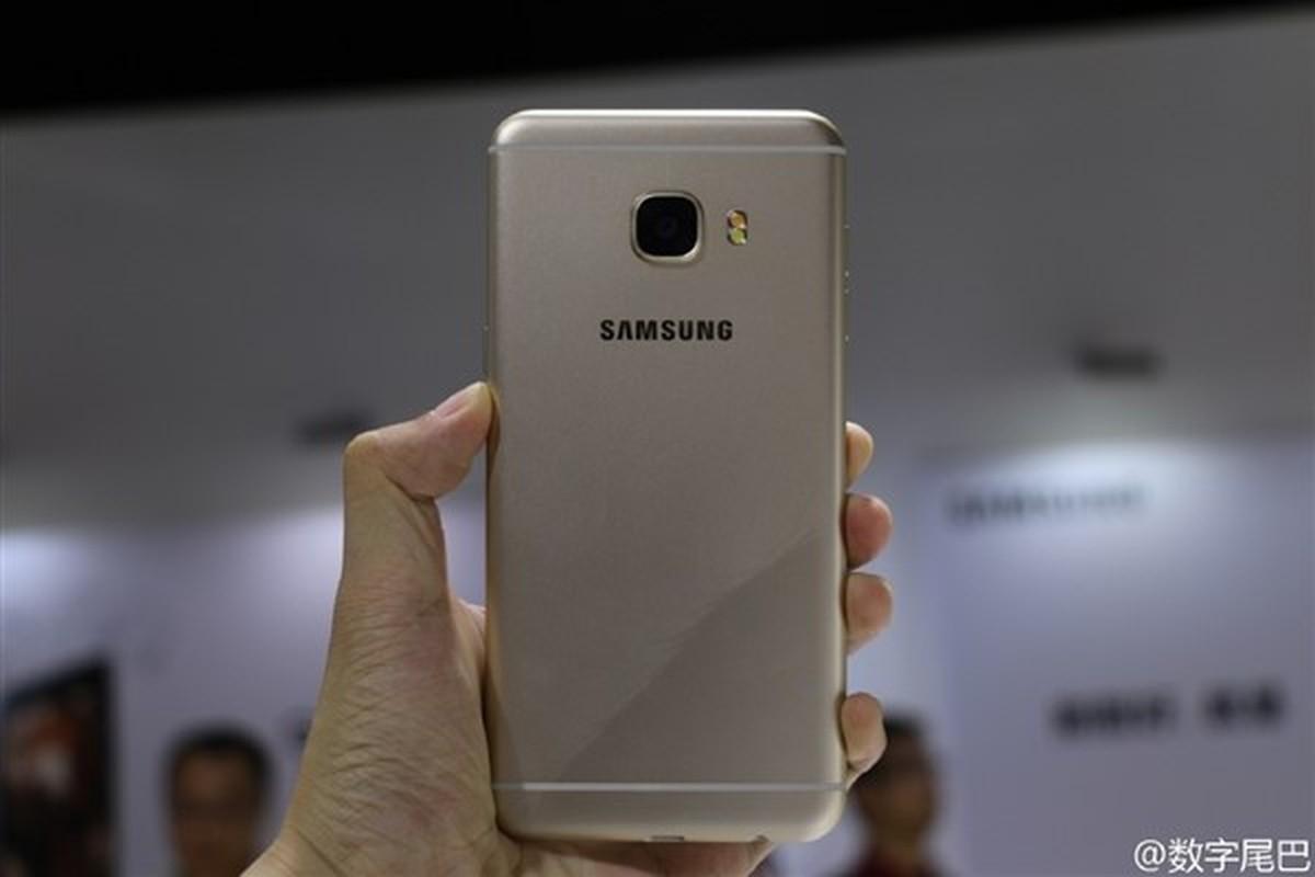 Anh thuc te 2 dien thoai sieu mau Samsung Galaxy C5, C7-Hinh-14