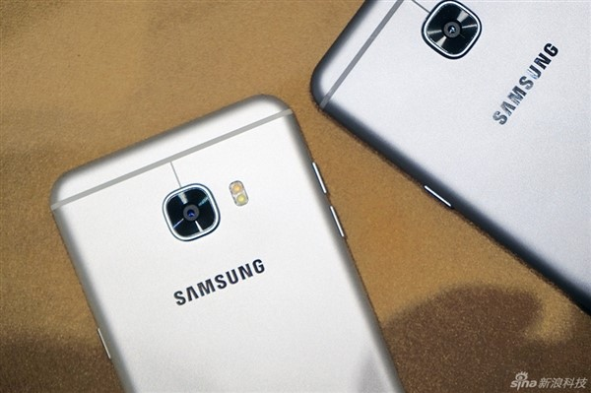Anh thuc te 2 dien thoai sieu mau Samsung Galaxy C5, C7-Hinh-4