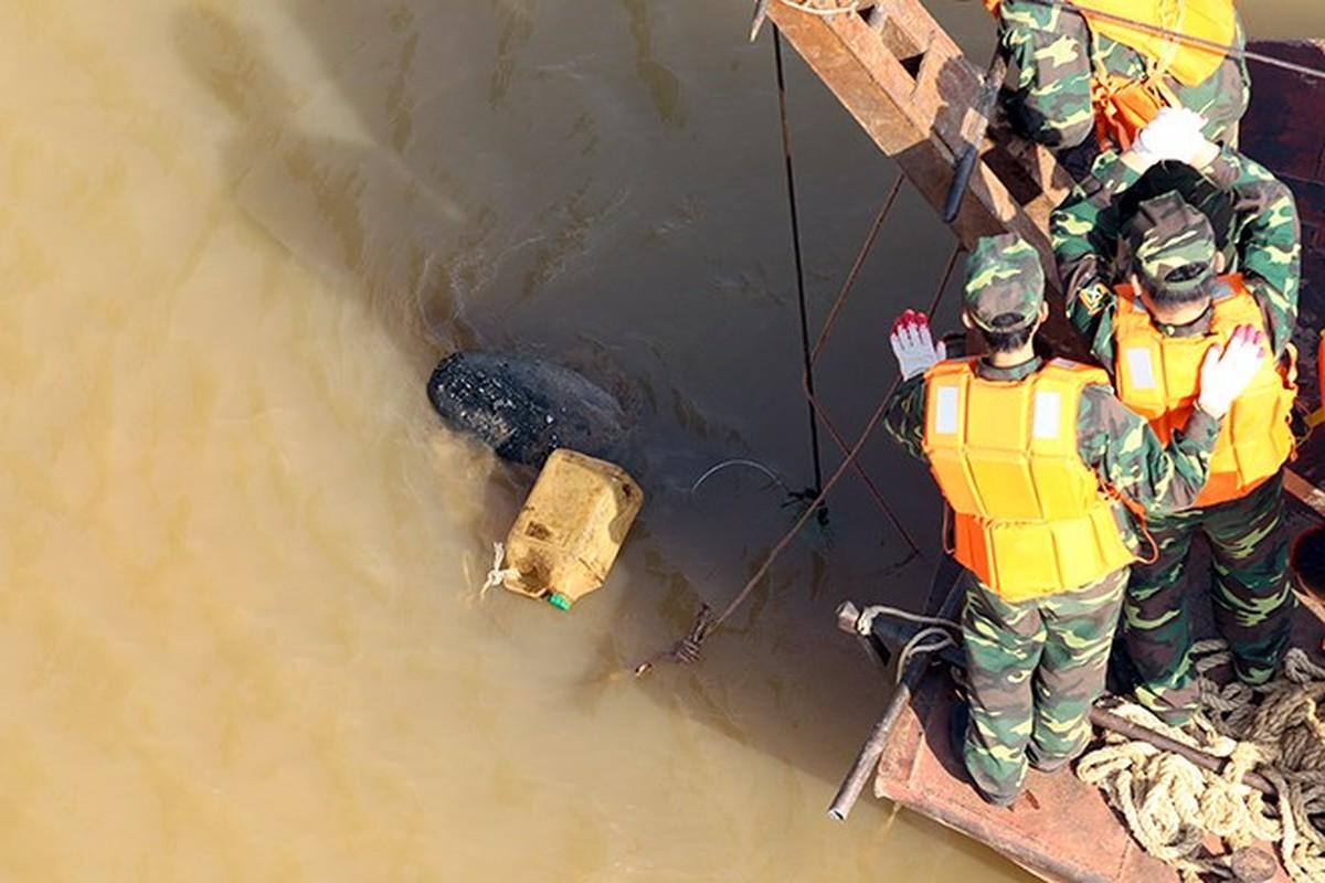 Cận cảnh loại bom M118 vừa được trục vớt tại chân cầu Long Biên - Ảnh 1