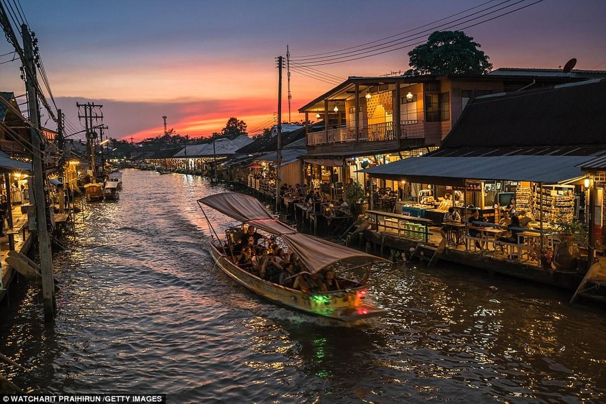 Việt Nam và Campuchia: Sông Mekong nối Trung Quốc với Việt Nam và Địa lý Quốc gia nói rằng thị trường nổi Cái Bè là điều cần phải nhìn thấy. Trong khi ở Campuchia họ đề nghị một chuyến thăm các cánh đồng lúa và một tu viện Phật giáo