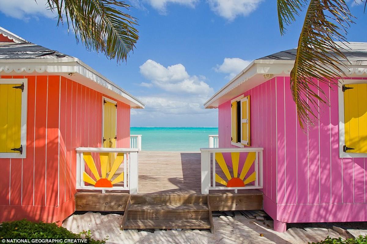 Caribbean: Khu vực có thể đã bị va đập bởi bão Irma và Maria nhưng Caribê luôn là một trong những yêu thích của mùa đông do mặt trời quanh năm. Hình ảnh là những ngôi nhà bãi biển đầy màu sắc trên bờ của Turks và Caicos