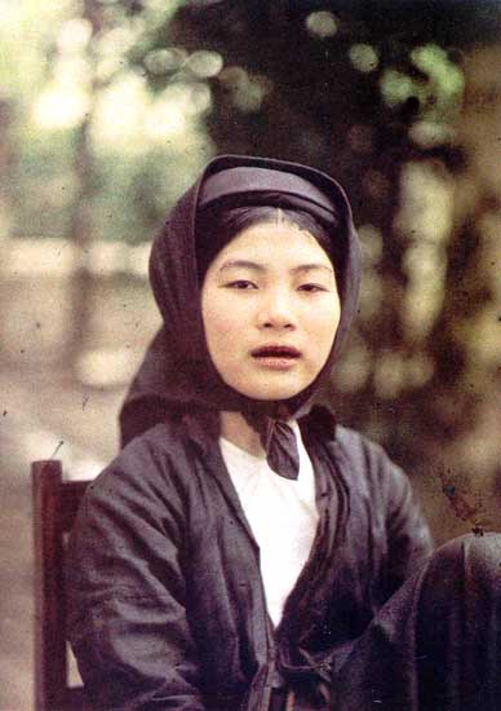 Hinh doc ve nguoi dep rang den Viet Nam mot the ky truoc-Hinh-3