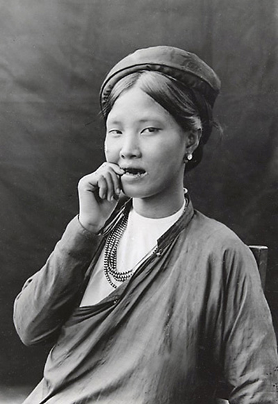 Hinh doc ve nguoi dep rang den Viet Nam mot the ky truoc-Hinh-6