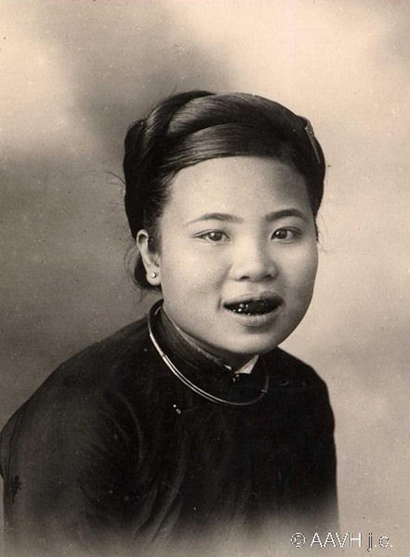 Hinh doc ve nguoi dep rang den Viet Nam mot the ky truoc