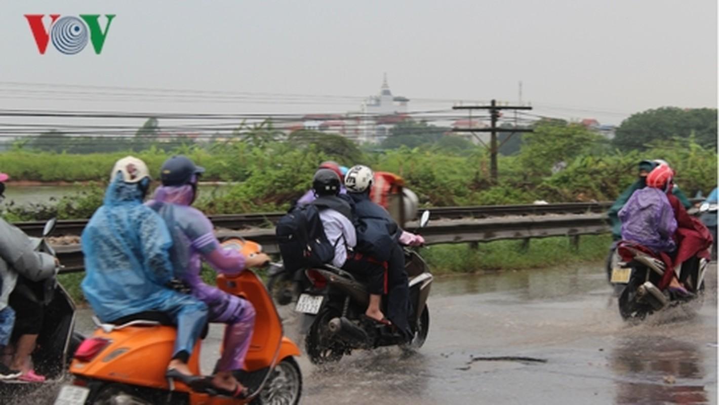 Nguoi dan doi mua tro lai Thu do sau ky nghi le 30/4-Hinh-5
