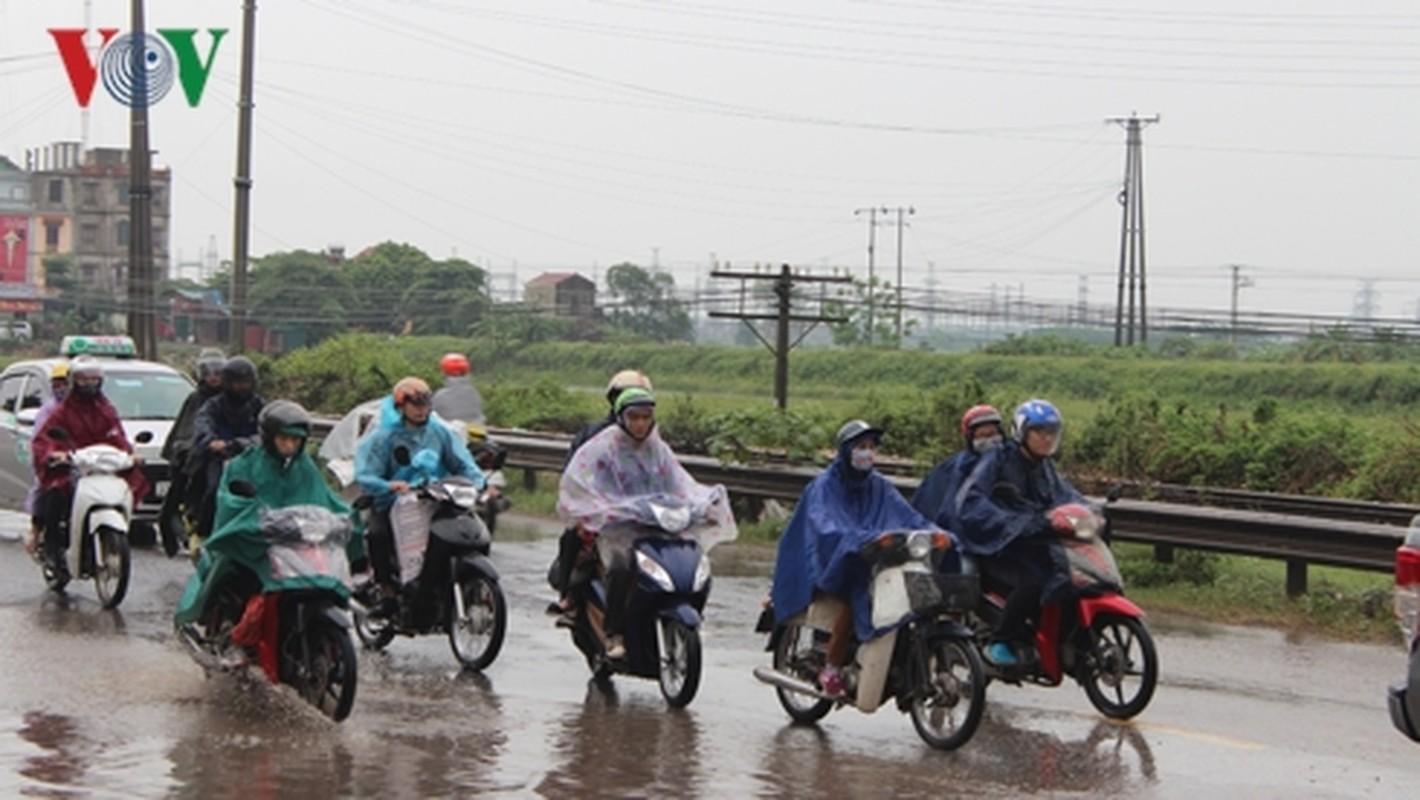 Nguoi dan doi mua tro lai Thu do sau ky nghi le 30/4-Hinh-6