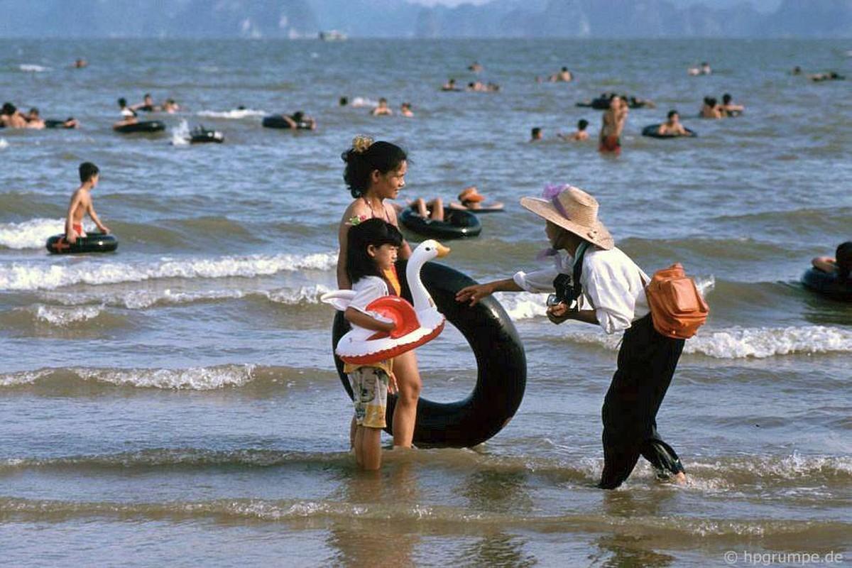 Kham pha thien duong bien Bai Chay dau thap nien 1990-Hinh-4