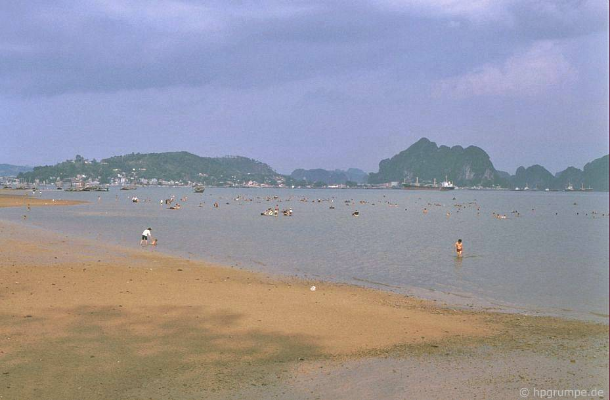Kham pha thien duong bien Bai Chay dau thap nien 1990-Hinh-7