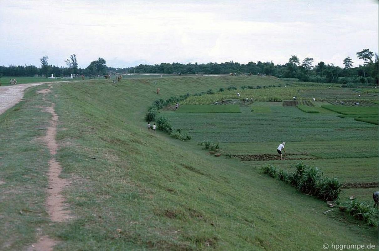 Hinh anh kho quen ve nong thon Ha Noi nam 1991-Hinh-12