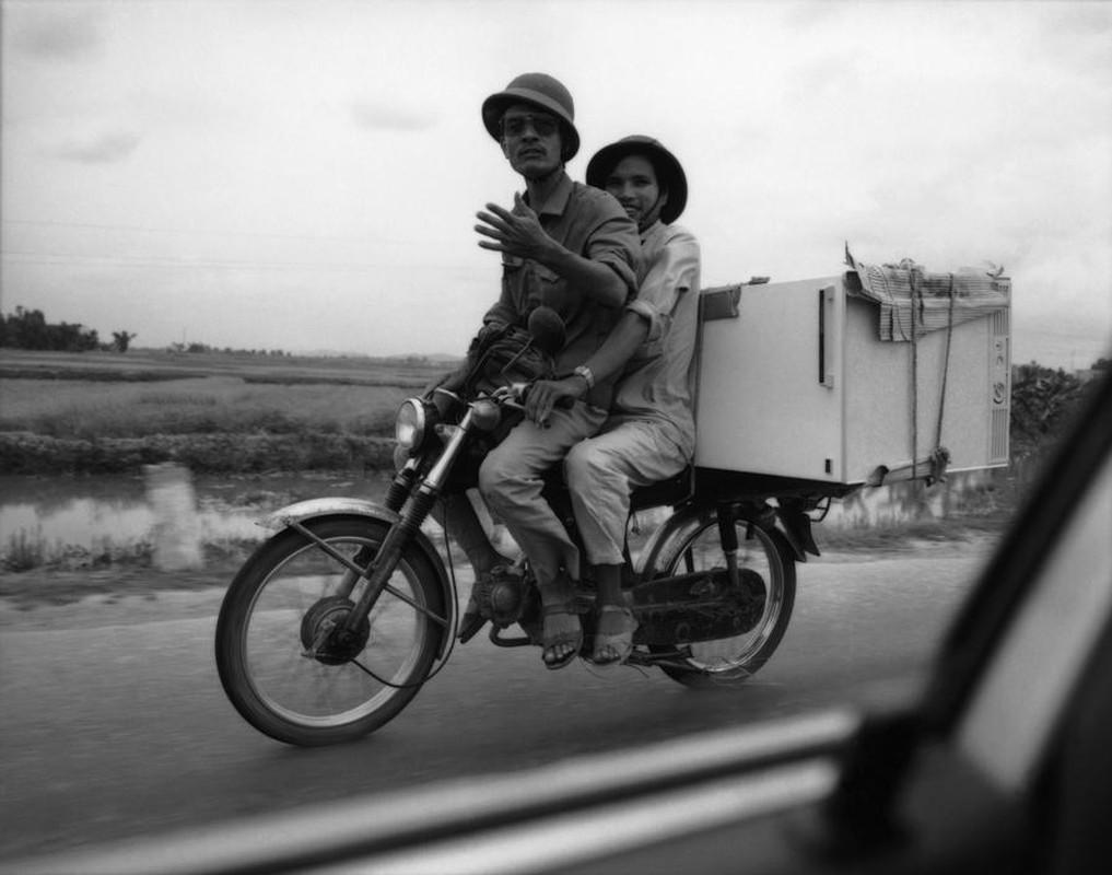 Anh kich doc ve xe may o Viet Nam nam 1992-Hinh-2