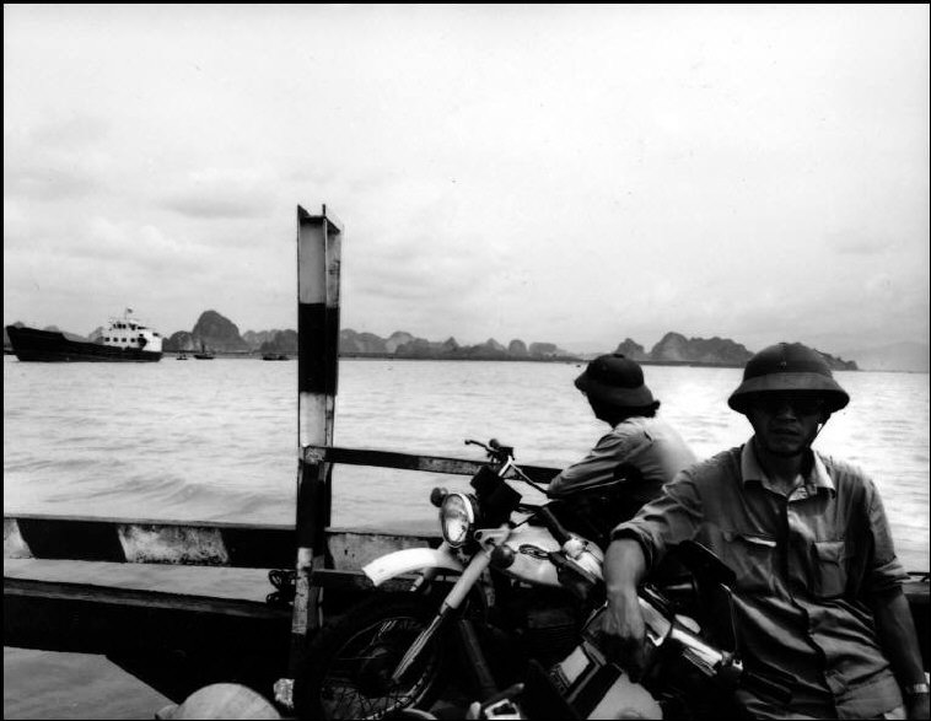 Anh kich doc ve xe may o Viet Nam nam 1992-Hinh-4