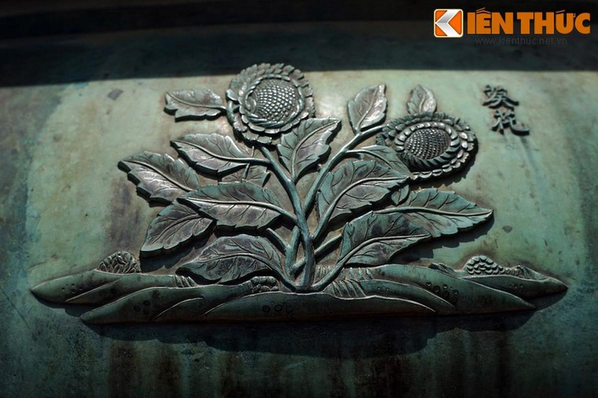 Kham pha hinh tuong cac loai hoa tren Cuu dinh nha Nguyen-Hinh-7