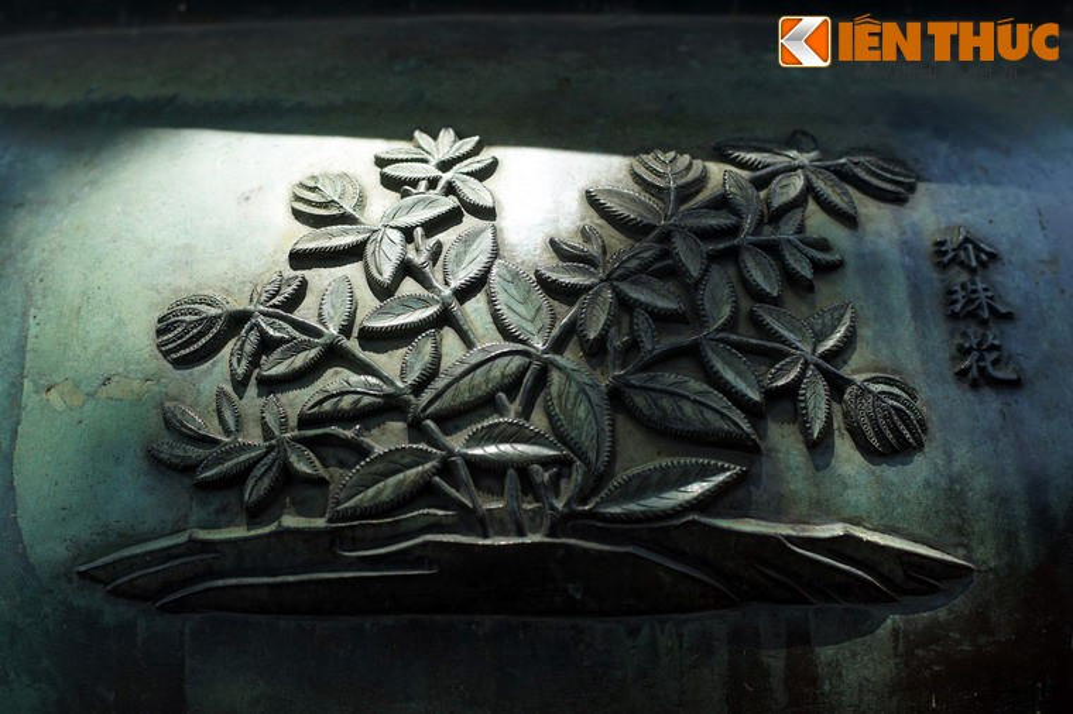 Kham pha hinh tuong cac loai hoa tren Cuu dinh nha Nguyen-Hinh-8