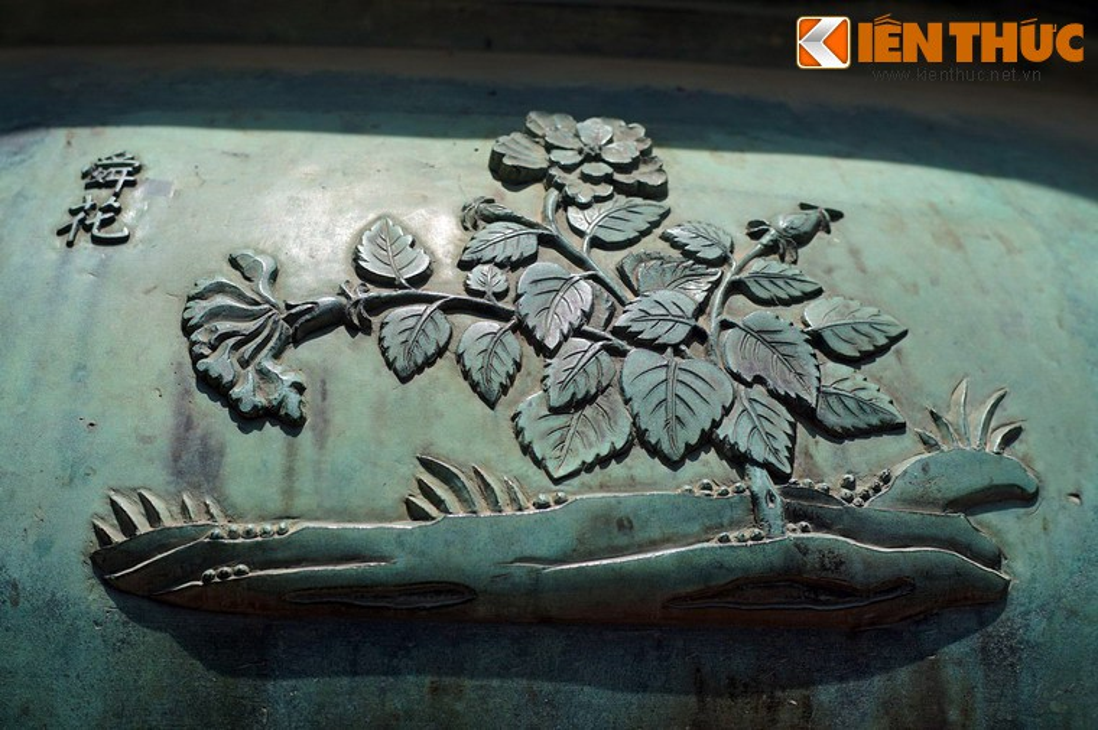 Kham pha hinh tuong cac loai hoa tren Cuu dinh nha Nguyen-Hinh-9