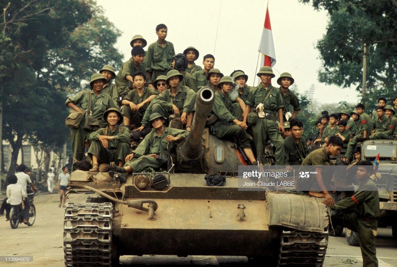Khung canh dan xe tang Giai phong rung ruc khi the tien ve Sai Gon 45 nam truoc-Hinh-9