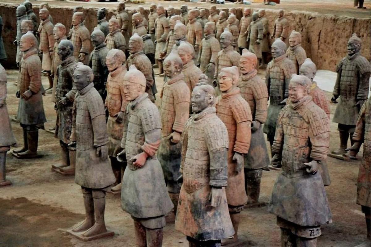 Kinh hoang tran quan Tan chon song nua trieu quan doi phuong-Hinh-5