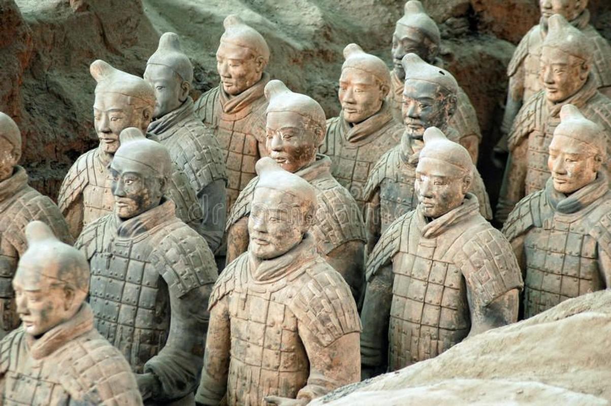 Kinh hoang tran quan Tan chon song nua trieu quan doi phuong-Hinh-8