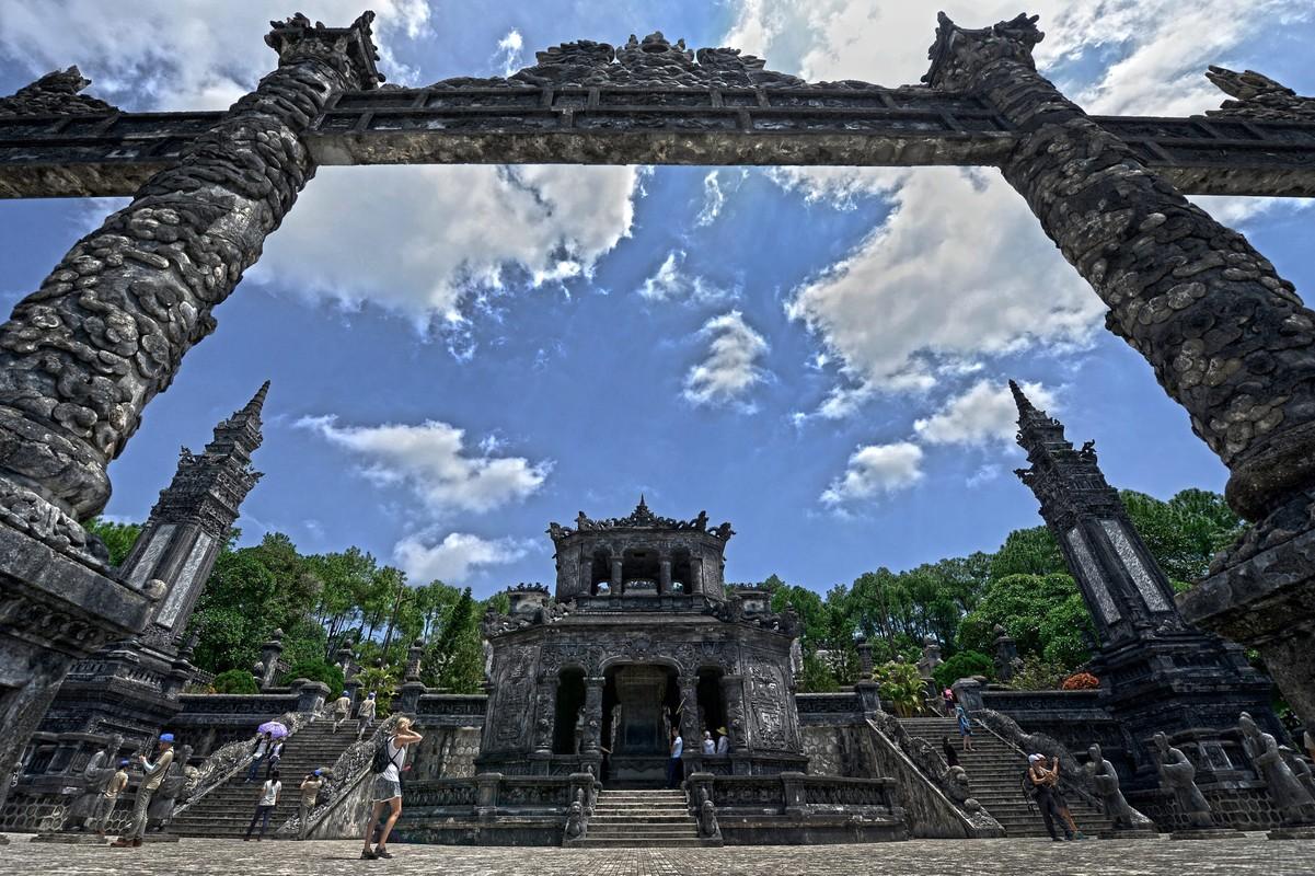 Lang vua Khai Dinh dep la thuong qua ong kinh khach Tay-Hinh-13