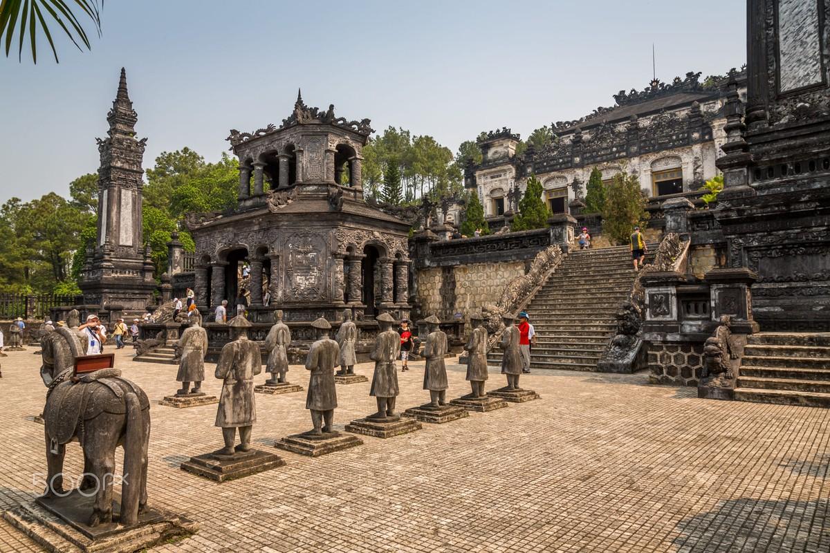 Lang vua Khai Dinh dep la thuong qua ong kinh khach Tay-Hinh-2