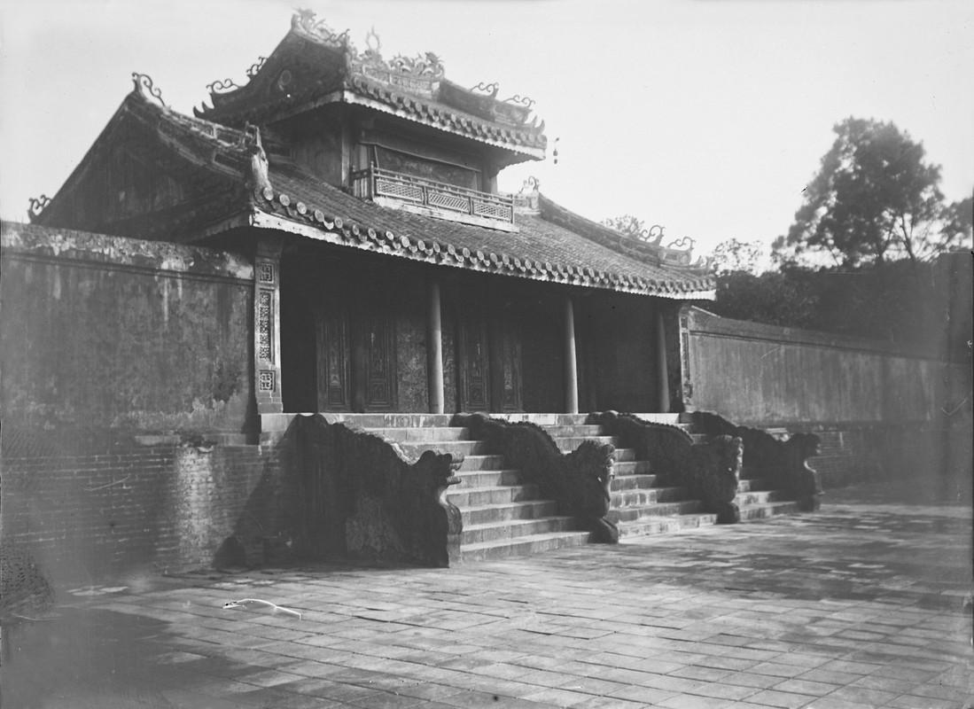 Canh tuong la o lang Gia Long nam 1898-Hinh-6