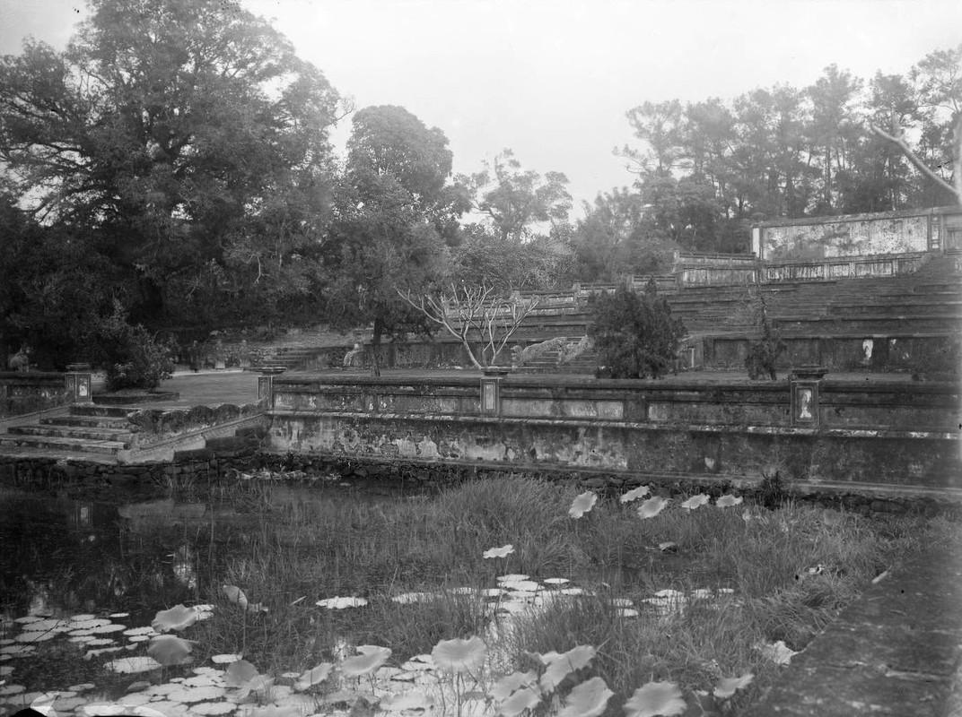 Canh tuong la o lang Gia Long nam 1898-Hinh-7